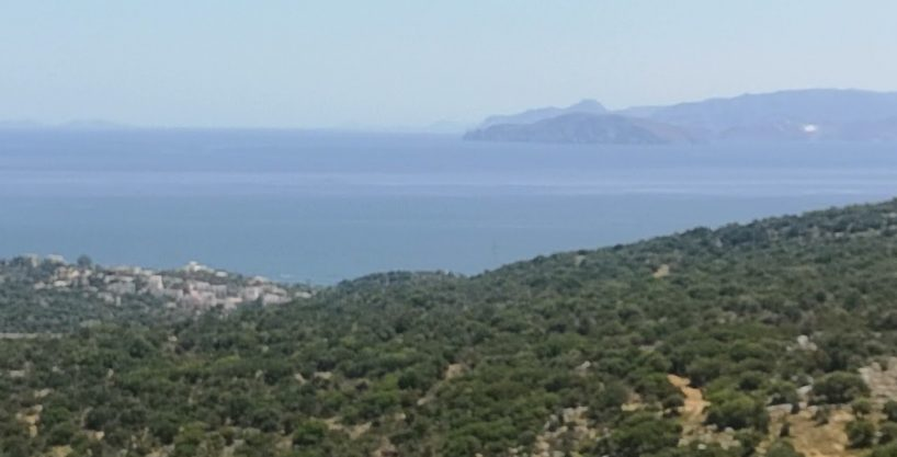 Building plot with building license. Sea views, near town