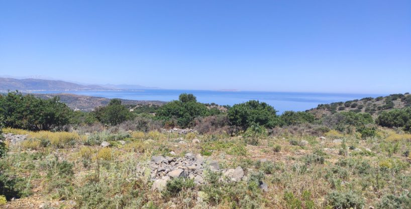 Plot with excellent sea views.