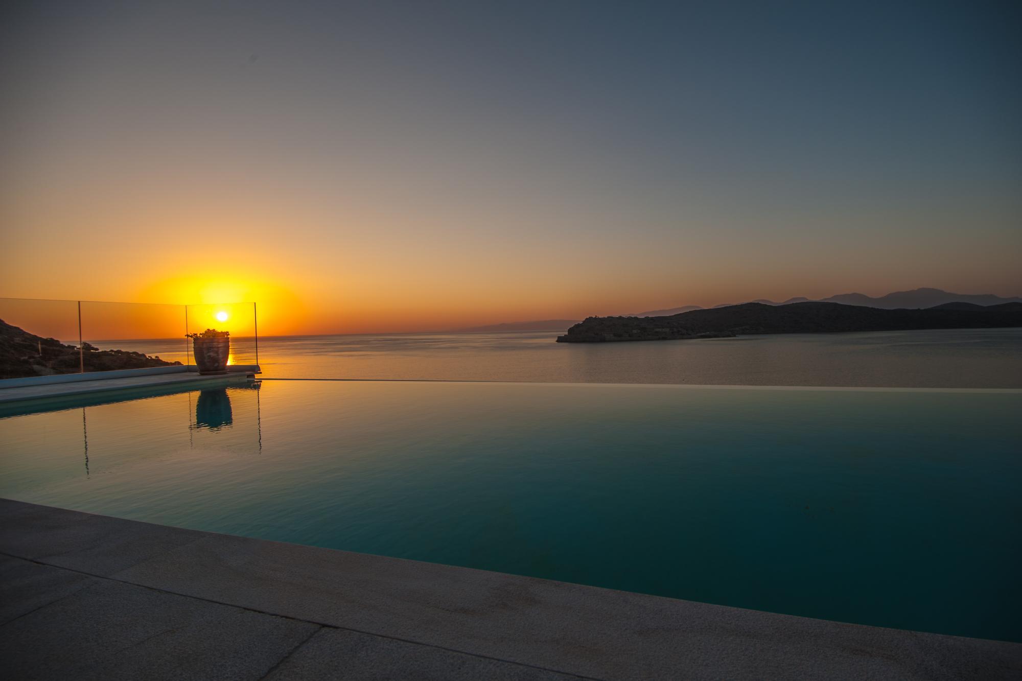 Sea front Luxury 5 bedroom villa. Amazing sea and Island views. Plaka, Elounda