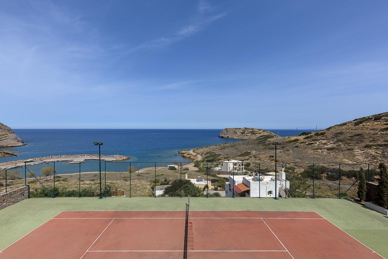 Large seaside 5 bedroom luxury villa with pool, tennis court