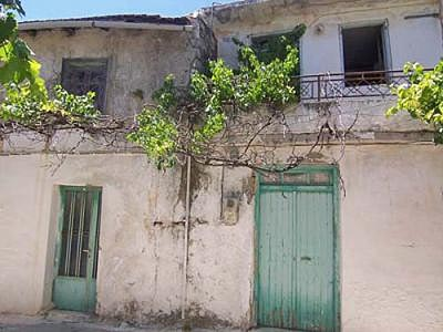 Old stone house 70 m2 in need of renovation. Kroustas Crete