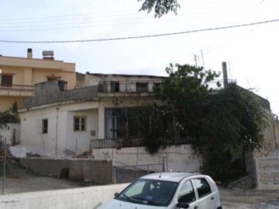Large 5 bedroomed village house 270 m2