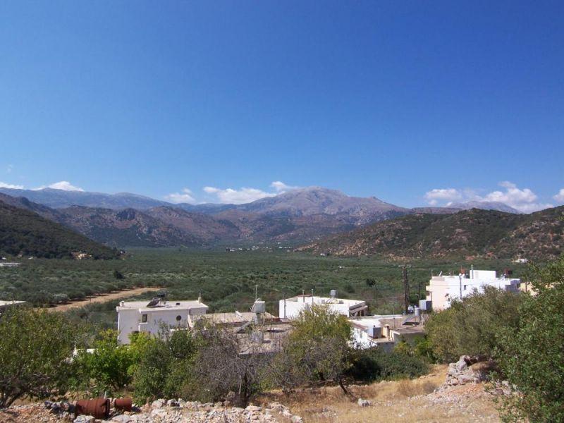 545 m2 plot in village close to Aghios Nikolaos. Crete