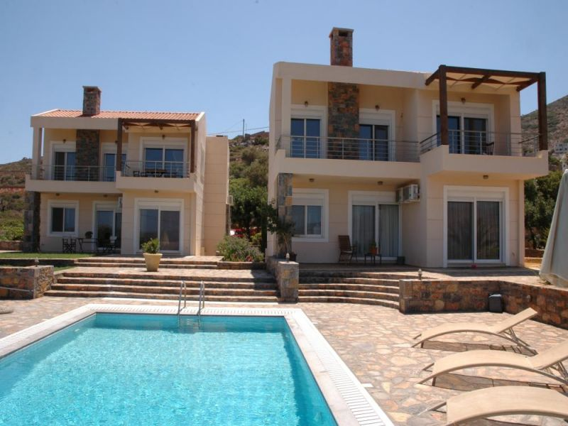 Unique property of 2 luxury villas of 232 m2 in an elite residential area