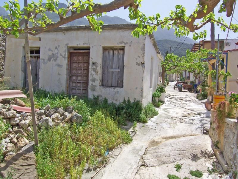 Stone house on 105m2 plot, in the village of Kavousi.