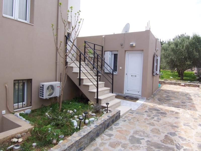 2 bedroom house with garden. Walking distance to the beach.