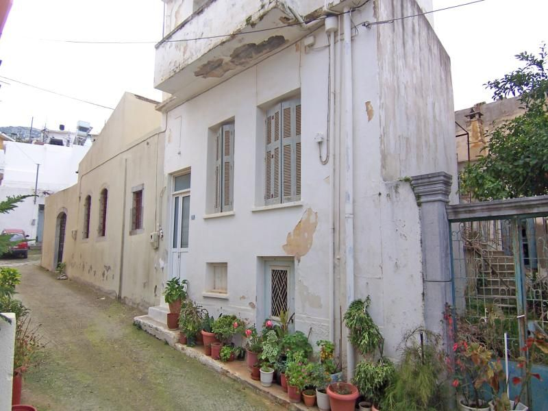 3 Floor Town House Needs Renovation With Balcony And Roof Terrace