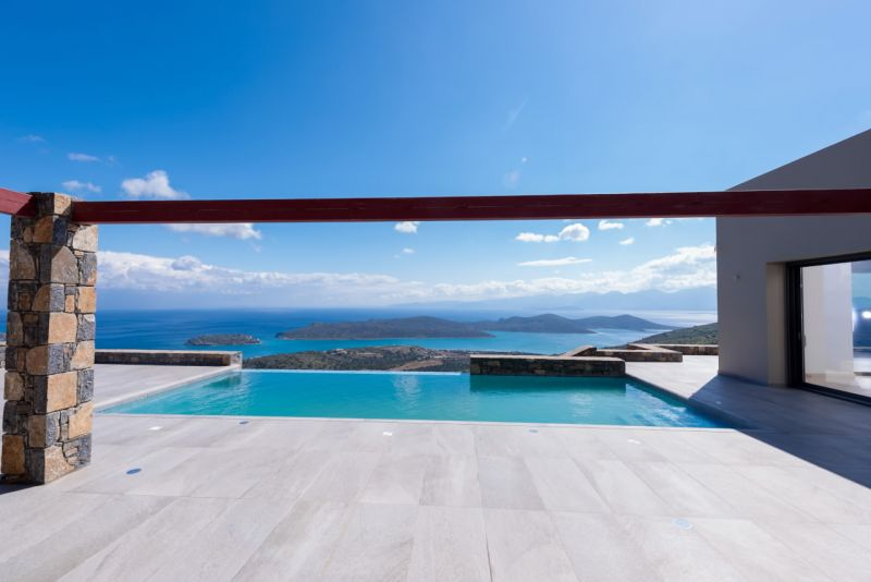 New 4 bedroom luxury villa with amazing bay and island views.