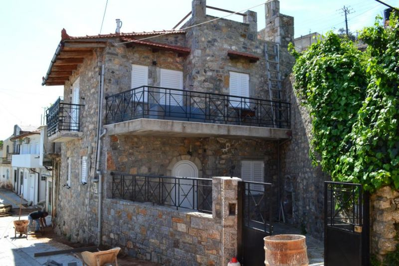 2 Bedroom stone house, with courtyard and roof terrace.