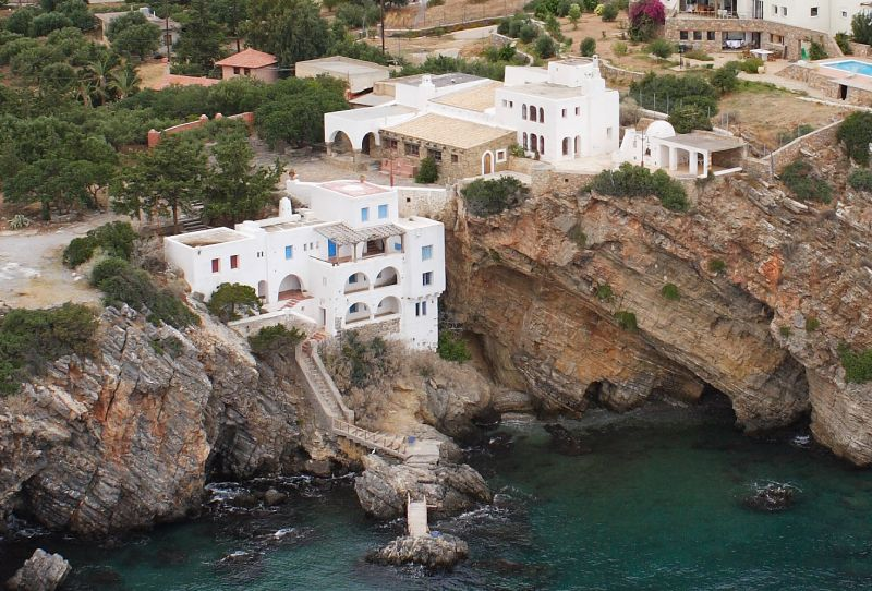 Large seafront property, right on the cliffs in Agios Nikolaos