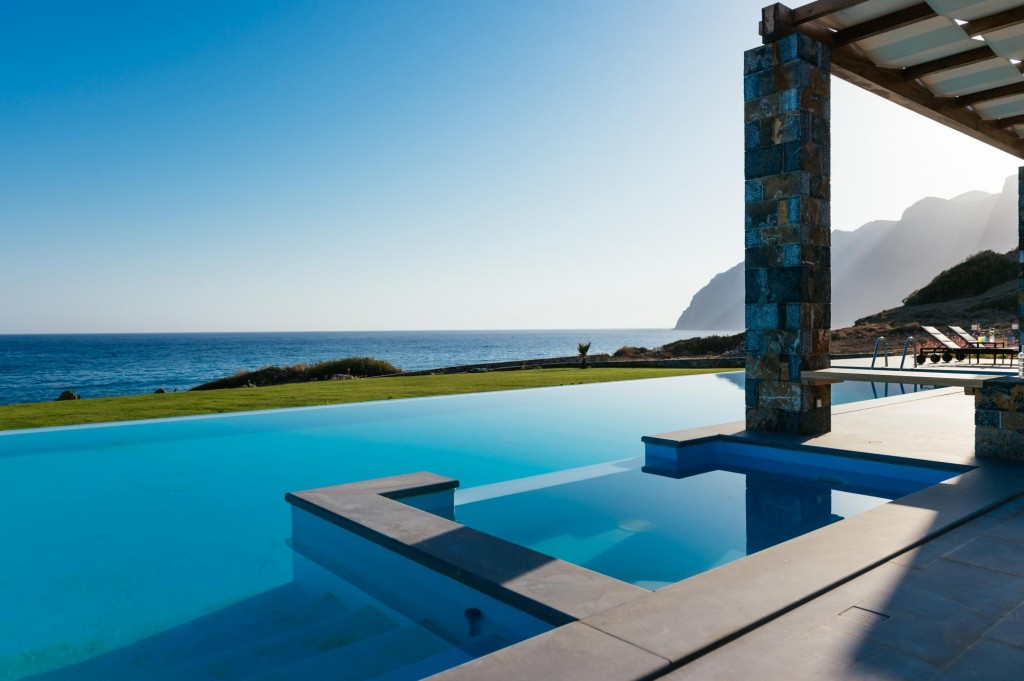 Unique seafront villa with 6 bedrooms, large pool and gardens