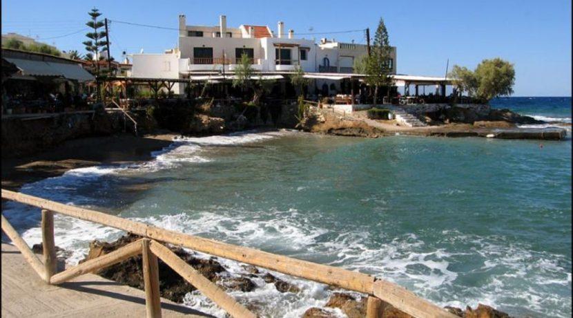 The nearby village of Mochlos