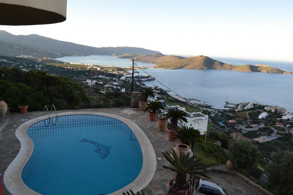 Large 4 bedroom villa with amazing sea views
