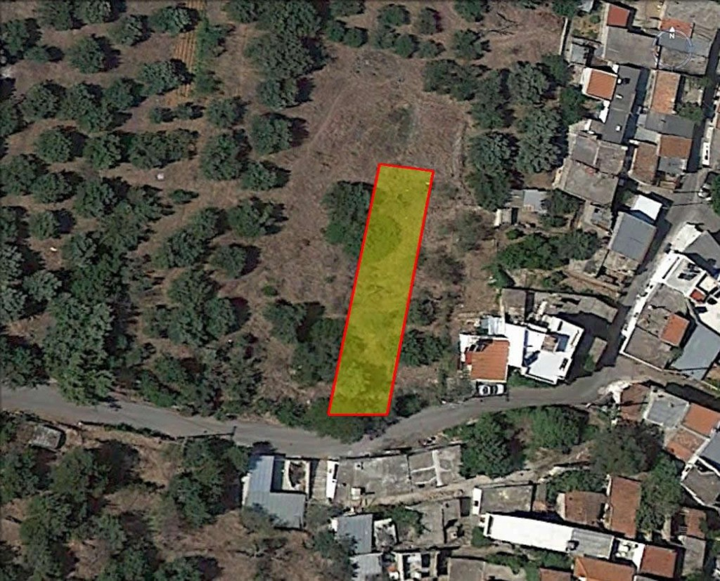 Building plot of 411m2, near town and village.