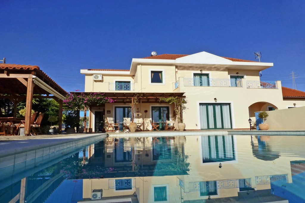 Beautiful 5 bedroom villa for sale. Sea views, Swimming pool.