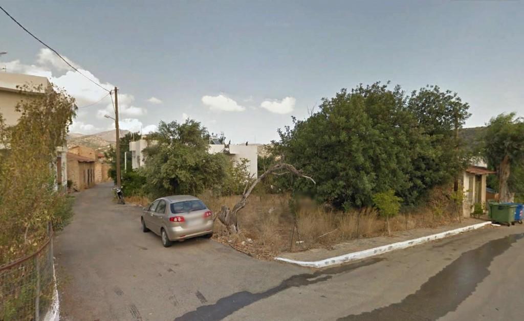 Building plot of 314m2 in Cretan village.