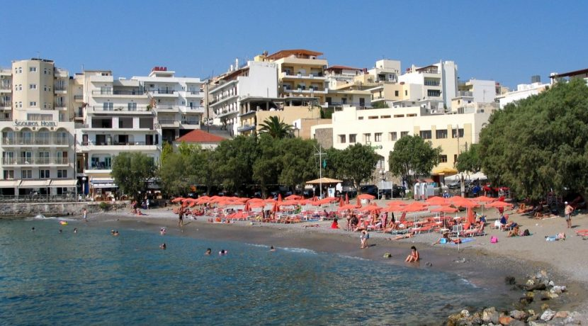 Nearby beach (Kitroplatia)