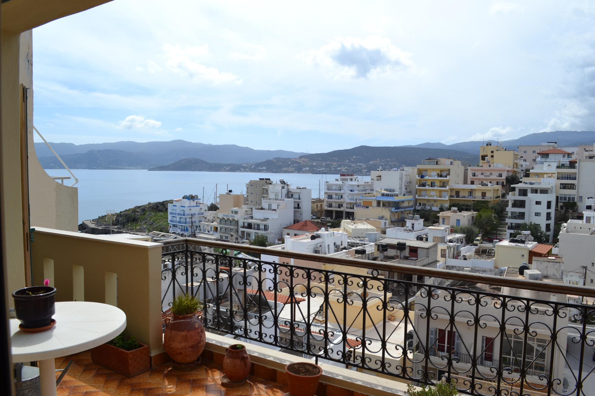 Spacious two bedroom apartment with sea views. Agios Nikolaos