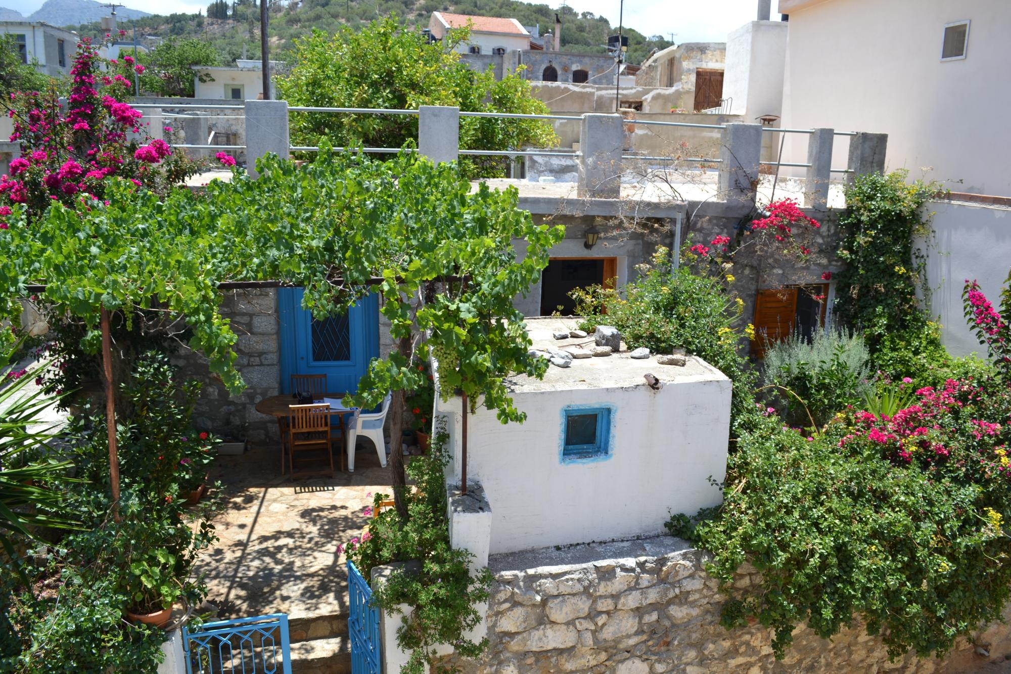 One bedroom bungalow with garden, near the sea.
