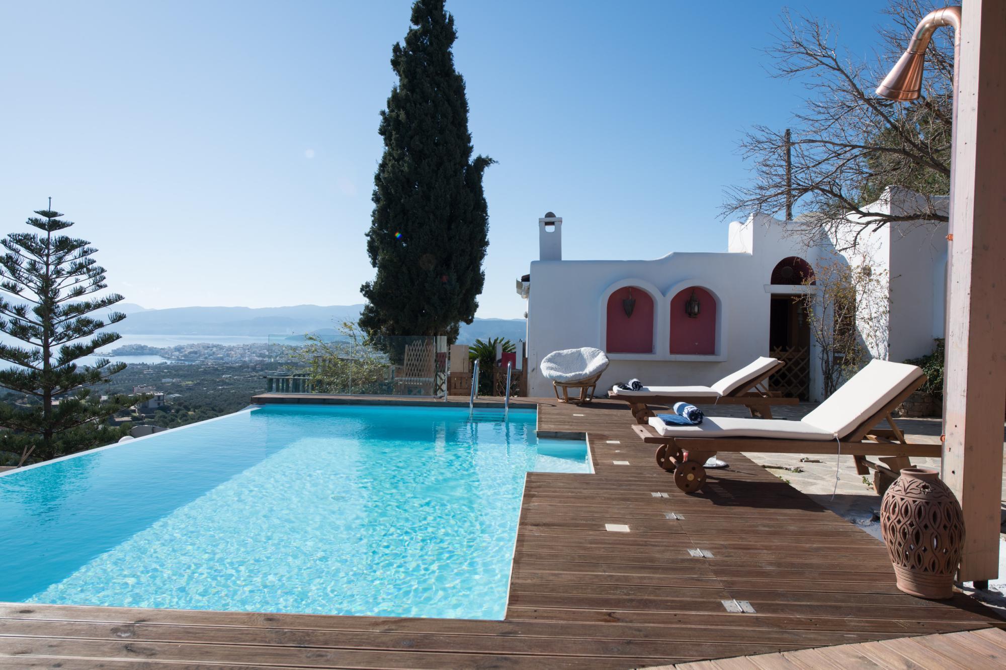 Villa and guesthouse with fantasic views, near Agios Nikolaos