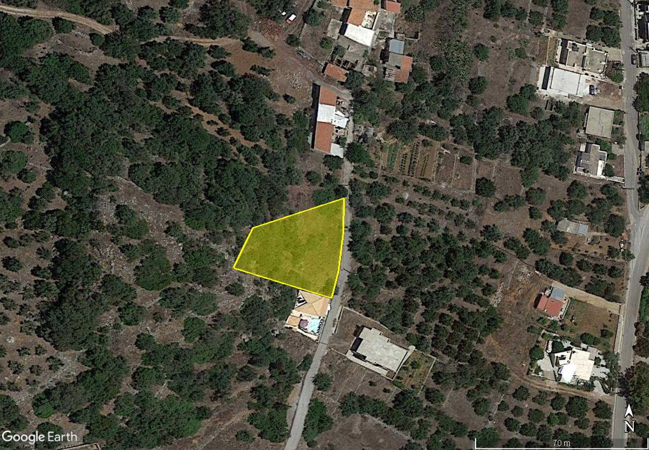 Affordable building plot of 832m2 in quiet village near town