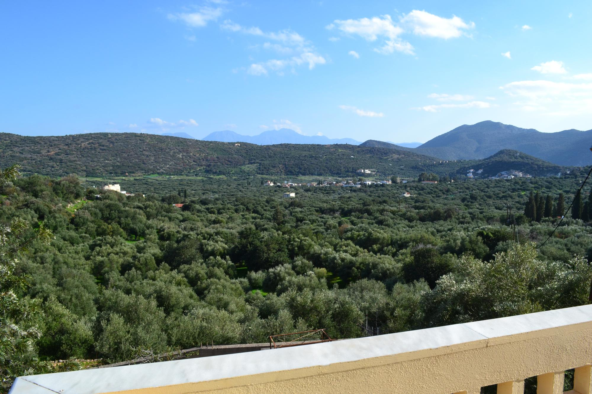 Beautiful 3 bedroom house with terraces and stunning views.