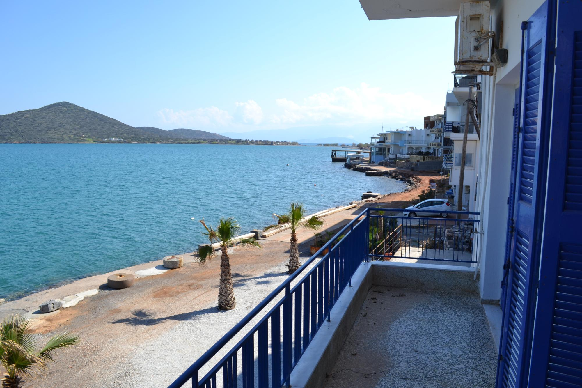 Comfortable 3 bedroom apartment on the first line to the sea. Elounda.