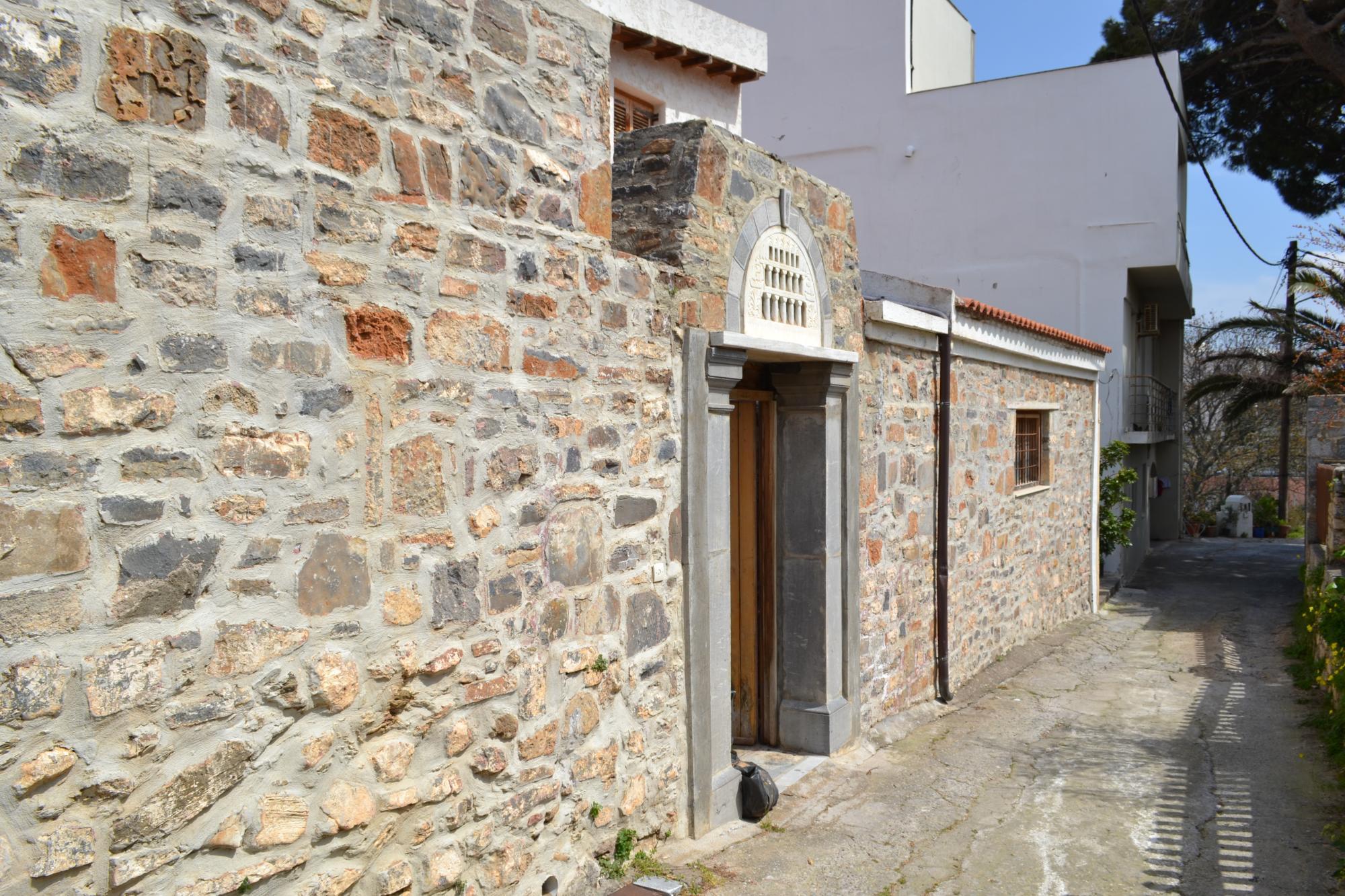 Large 3 bedroom Monastery style house with big balcony and courtyard.