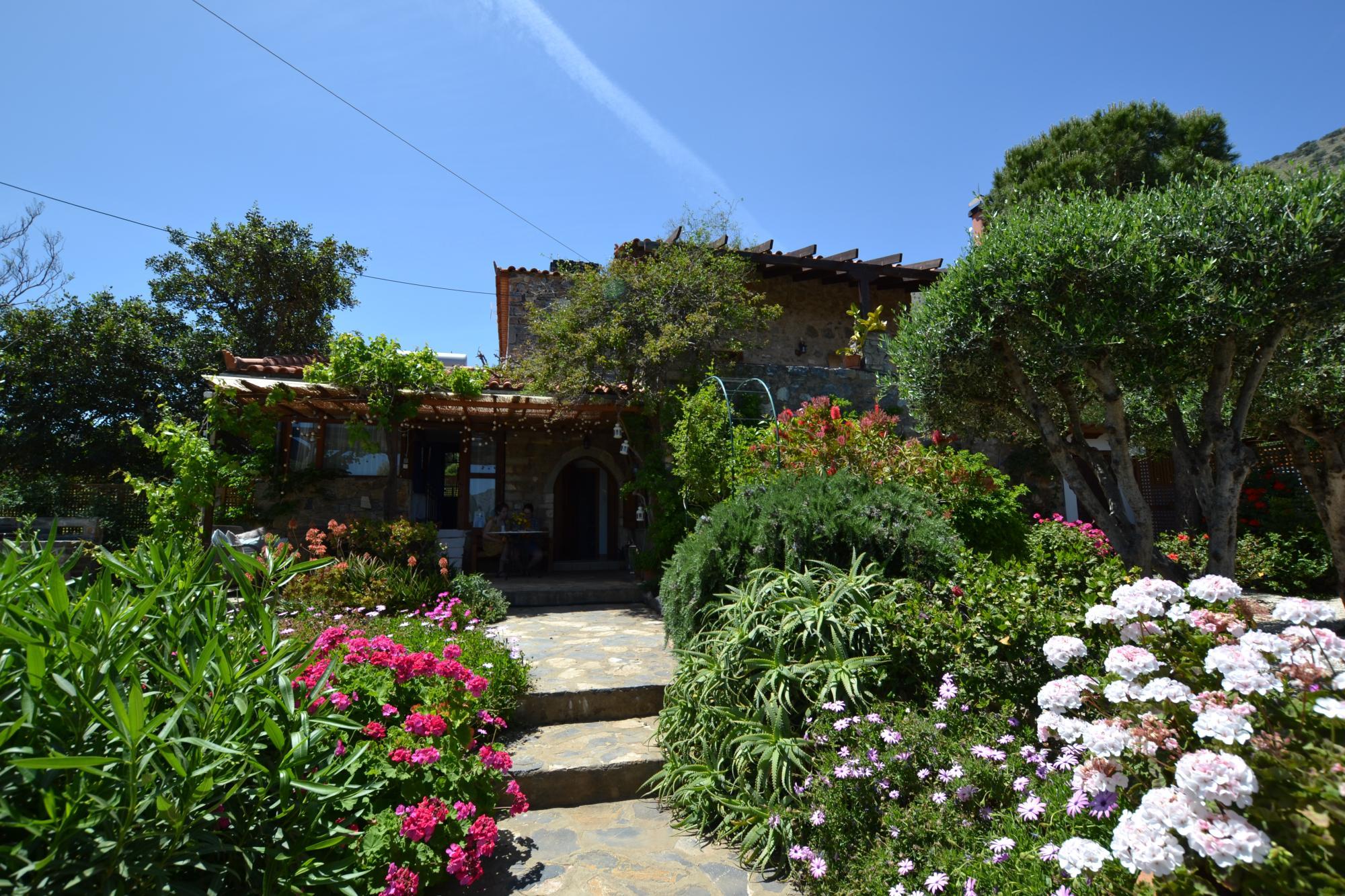 Stone house with garden within walking distance to beach. Sea views.Plaka