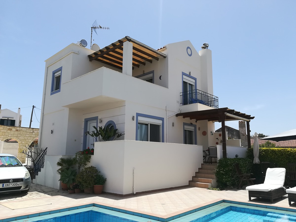 2-bedroom villa with pool and seaviews in Akrotiri, Chania