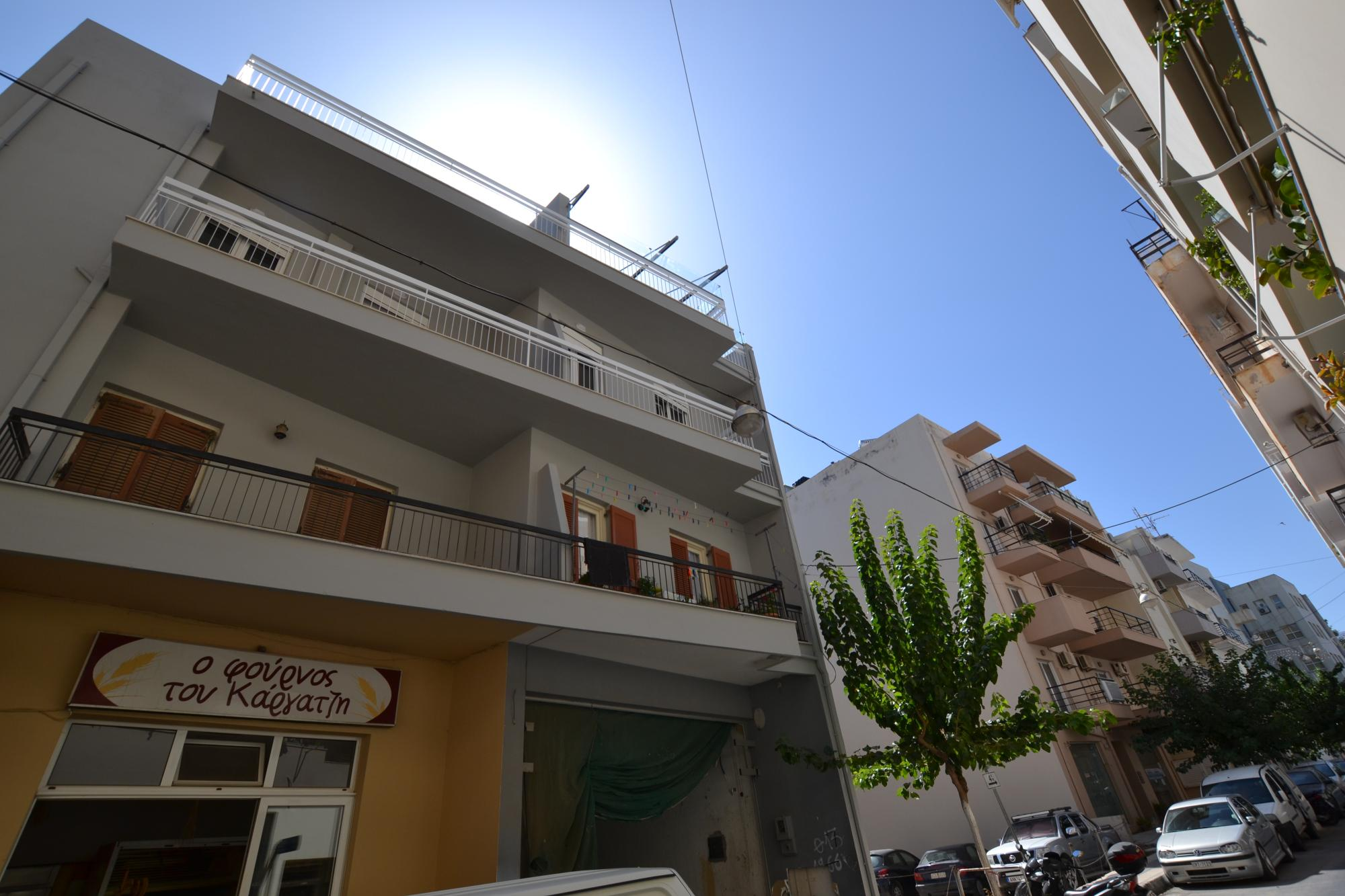 2nd floor modern two bedroom apartment near town center and beaches.