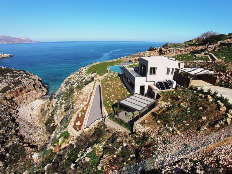 5-bedroom luxury villa in secluded cove with amazing views