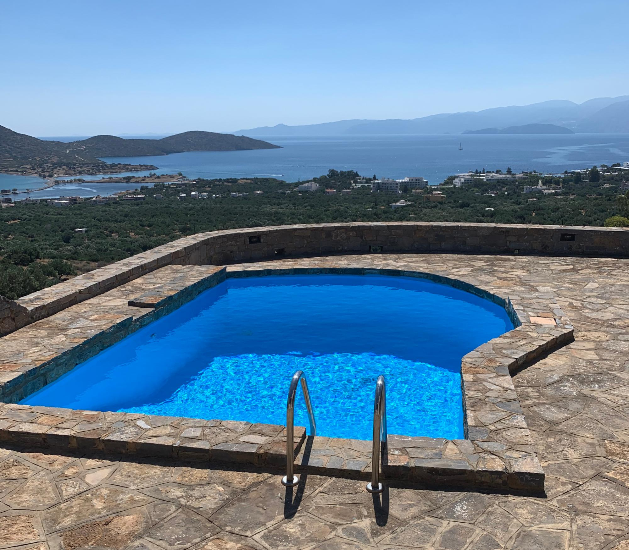 Villa with stunning views and guest apartment.