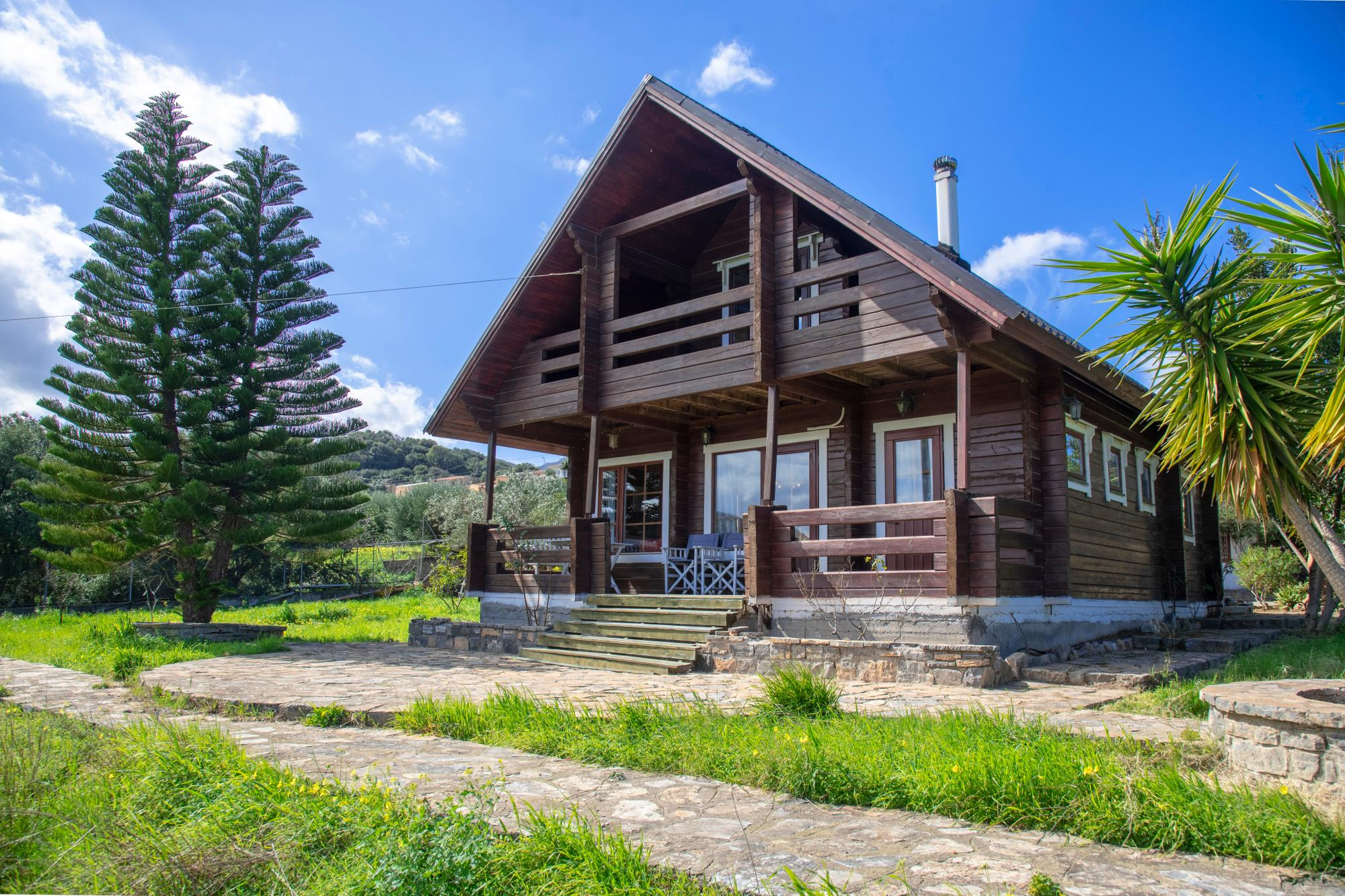 Beautiful log cabin, in large plot with nice views.
