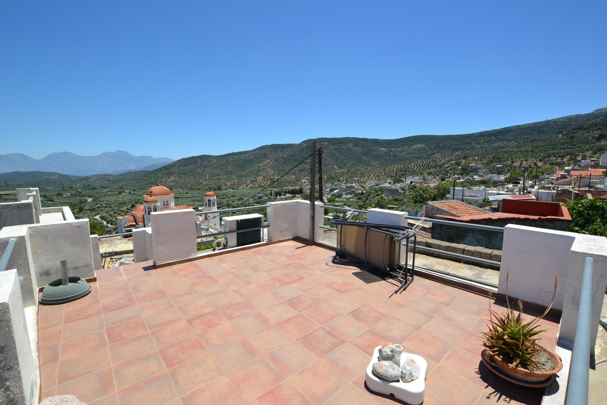 Pretty village house with very nice views. Kritsa