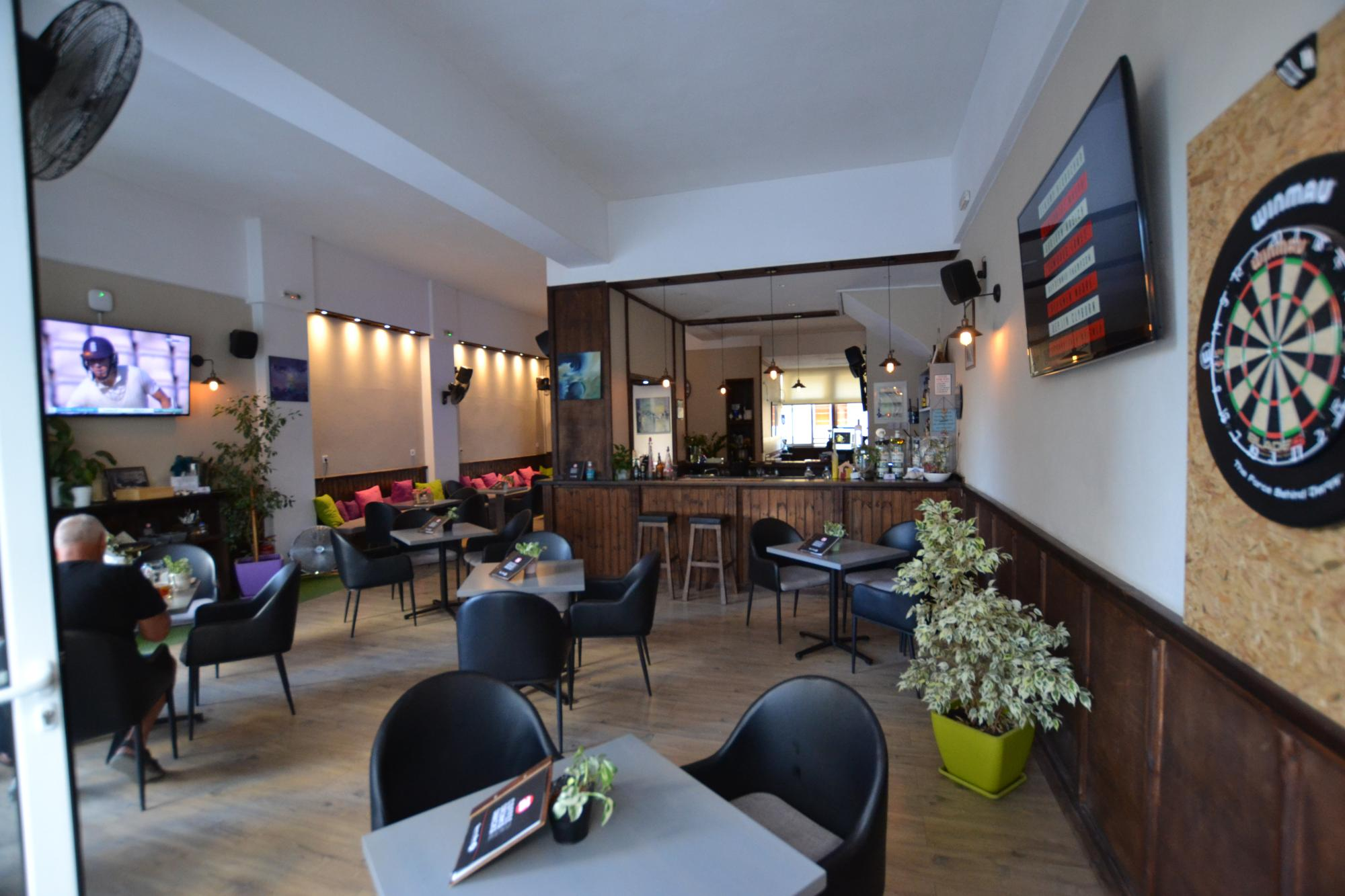 Sports Bar business lease and content for sale in Agios Nikolaos.