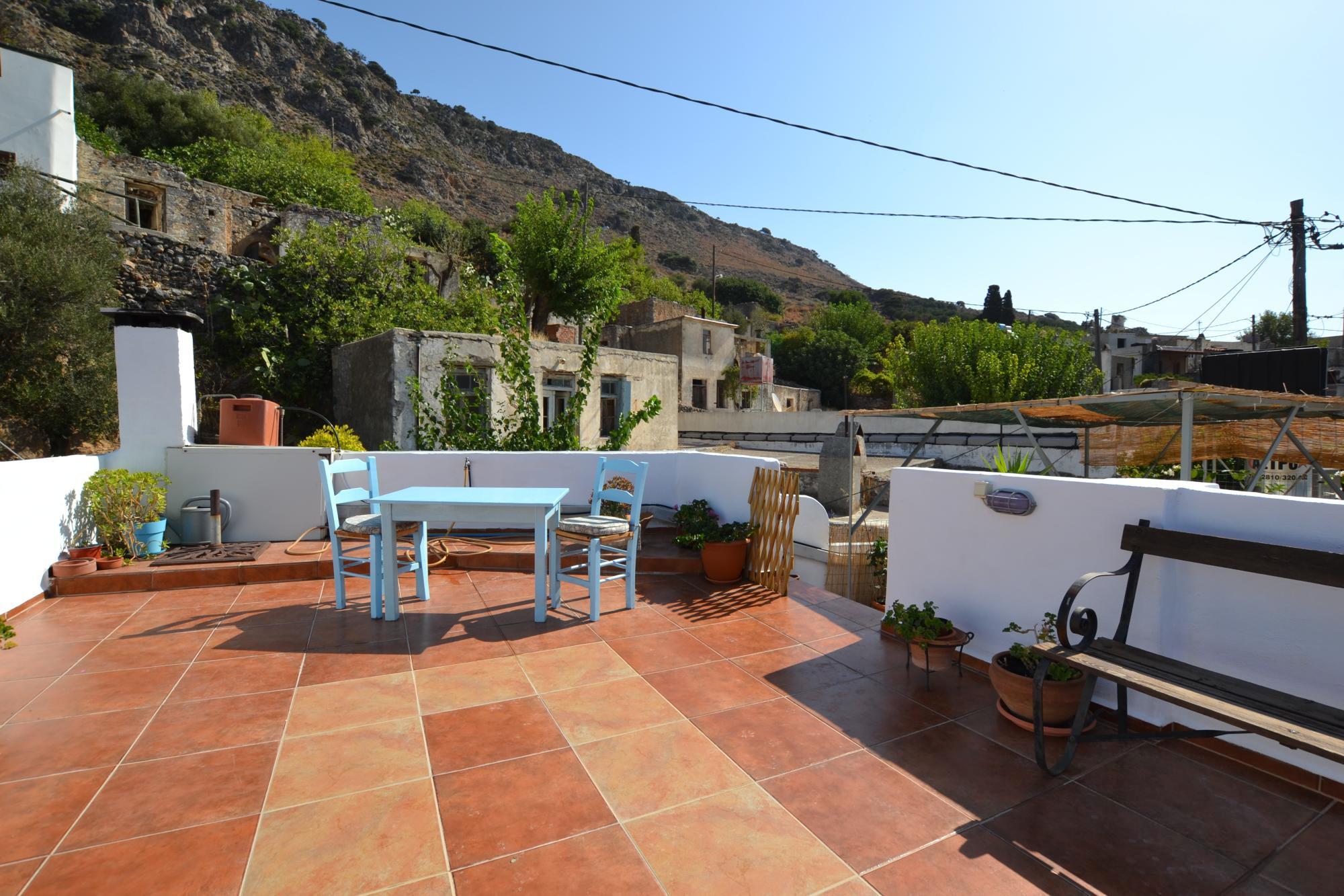 Large 2 (possible 3)bedroom  house with spacious roof terrace.