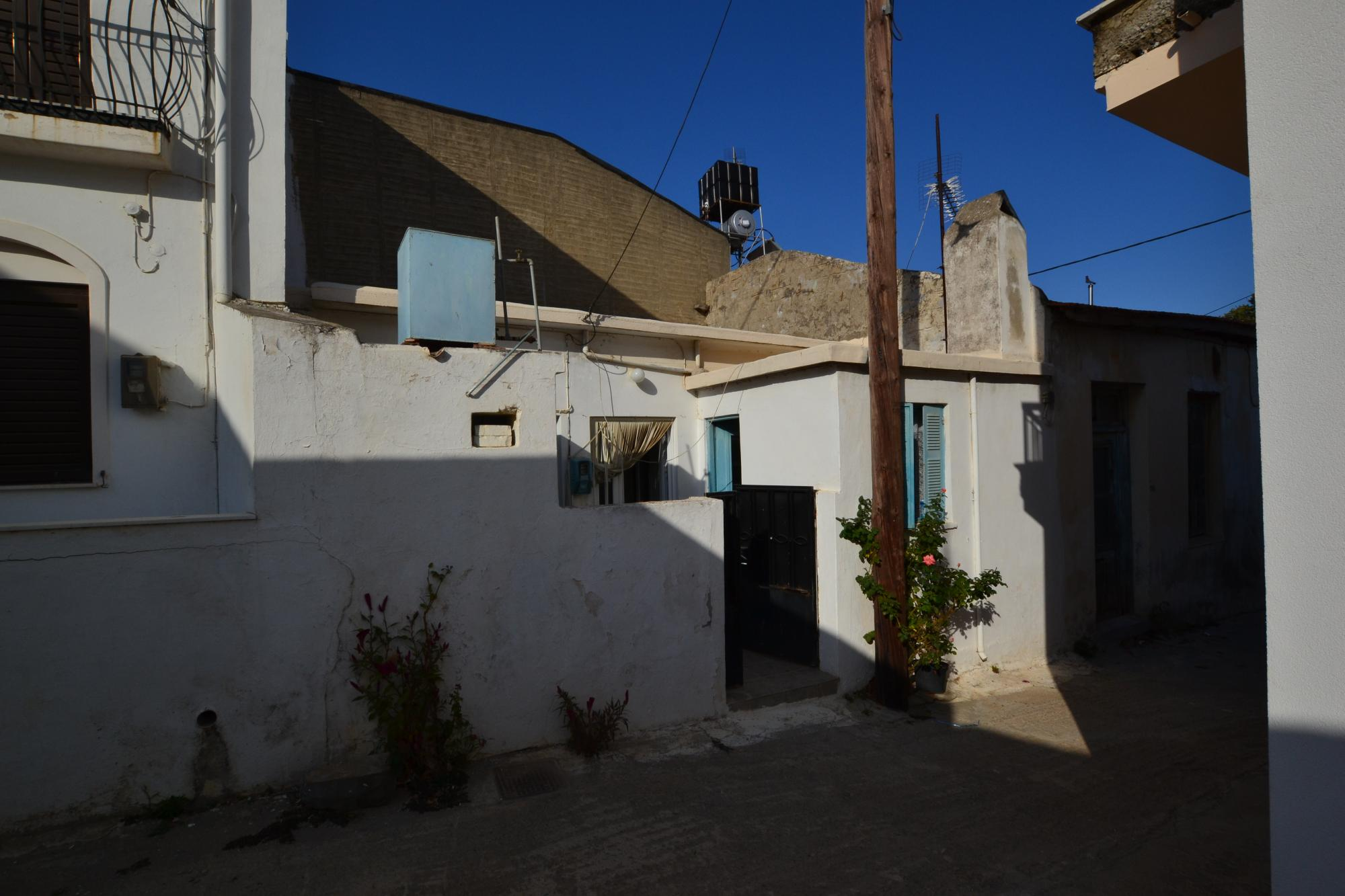 One bedroom house for sale in small village near Neapolis.