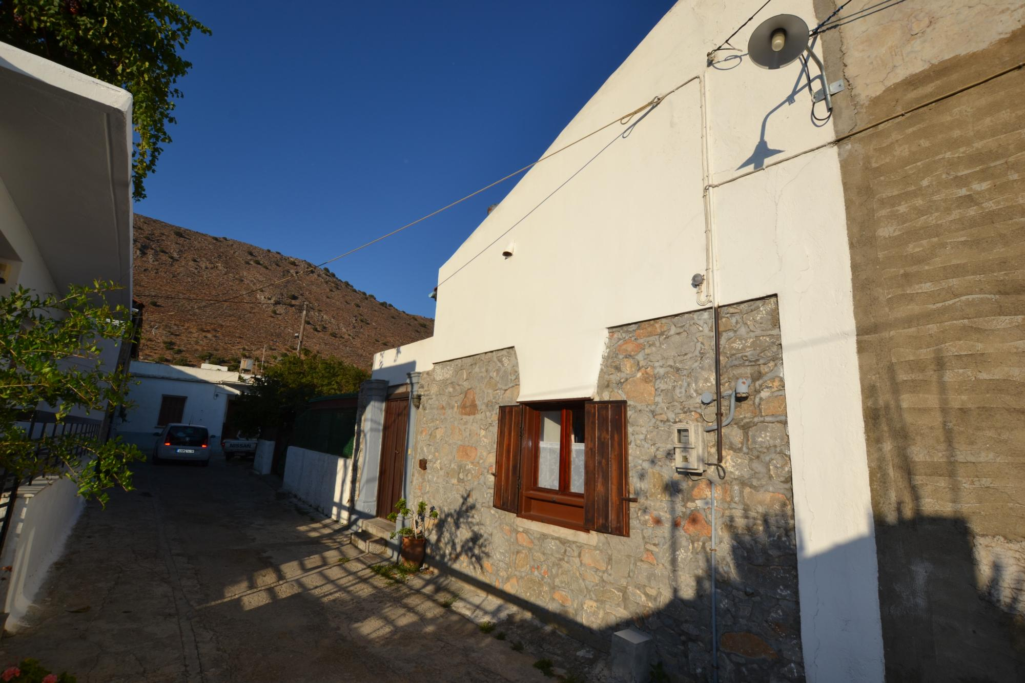 Two bedroom stone cottage with garden and private parking. Furnished.