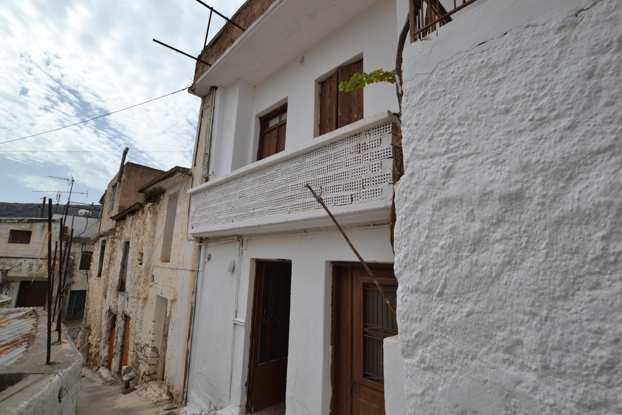 House for renovation with good views and roof terrace. Krtsa.