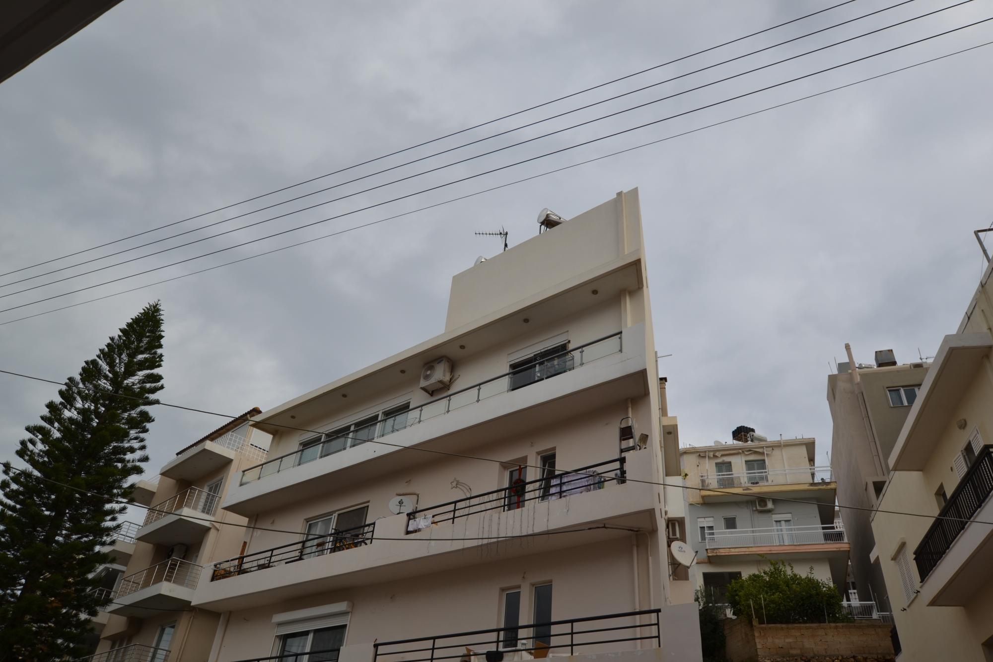 Impressive 4 bedroom maisonette apartment with large roof terrace.
