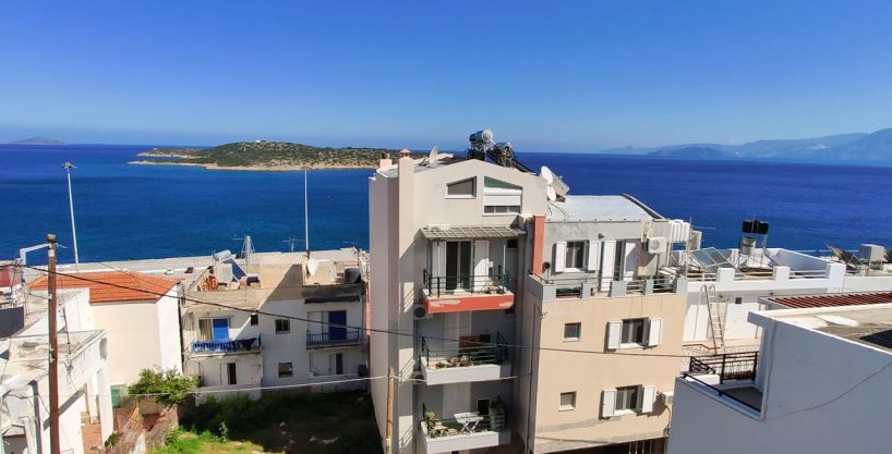 Large seaview 2 bedroom apartment near beach and town center