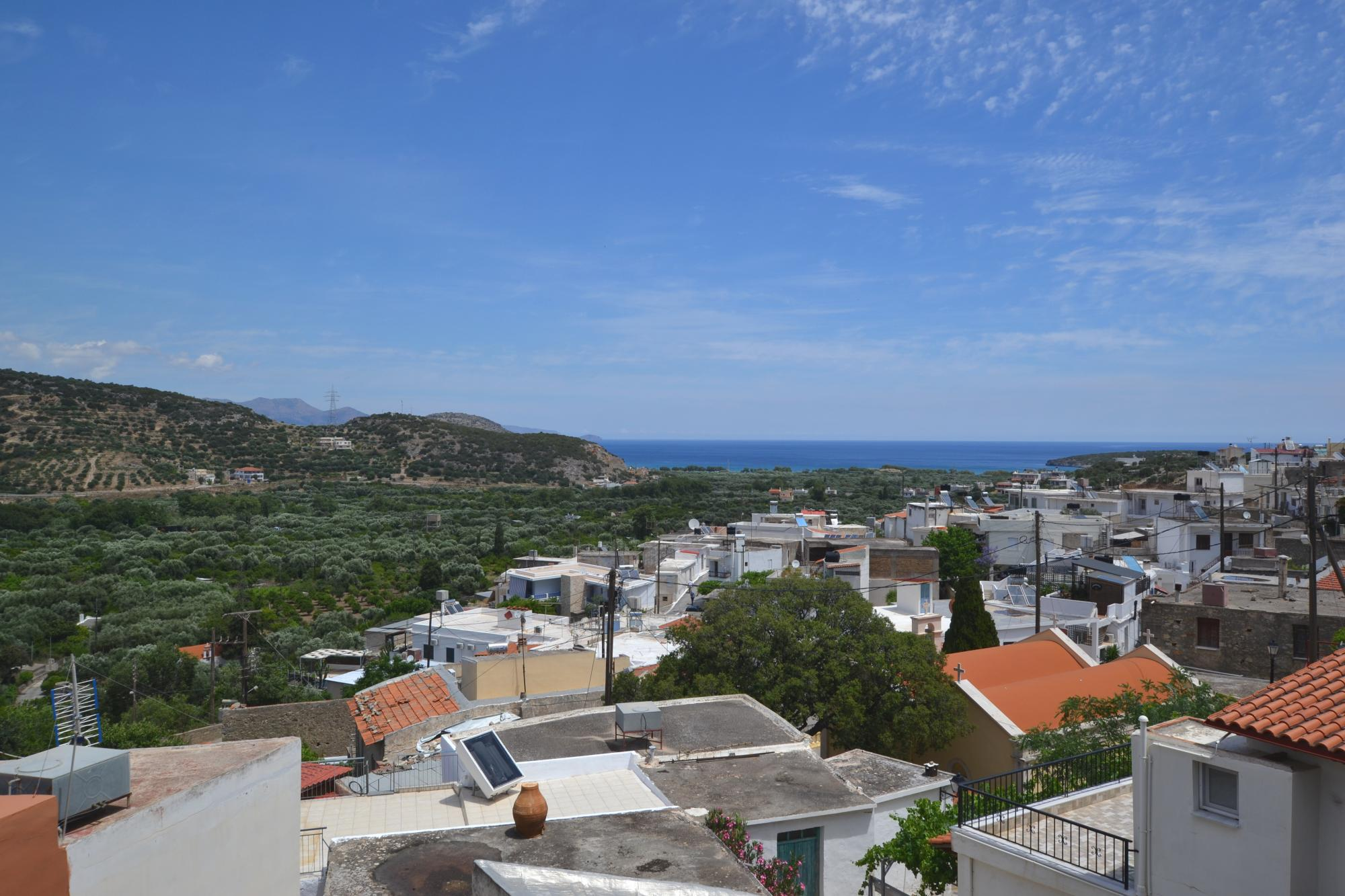Incomplete, 85m2 apartment with great sea views.