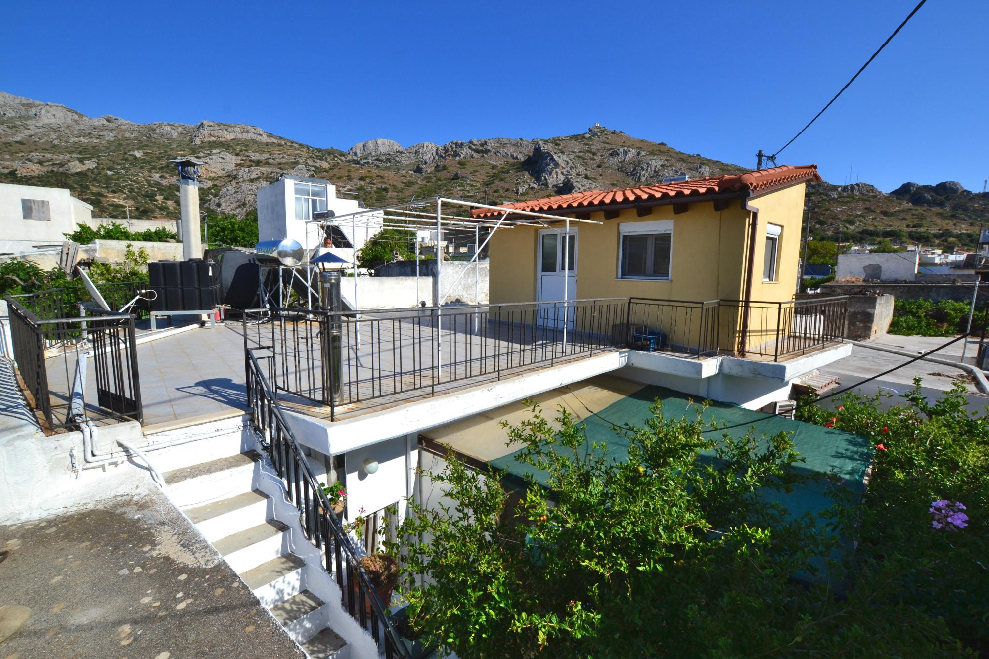 3 Bedroom village house with yard and roof terrace.