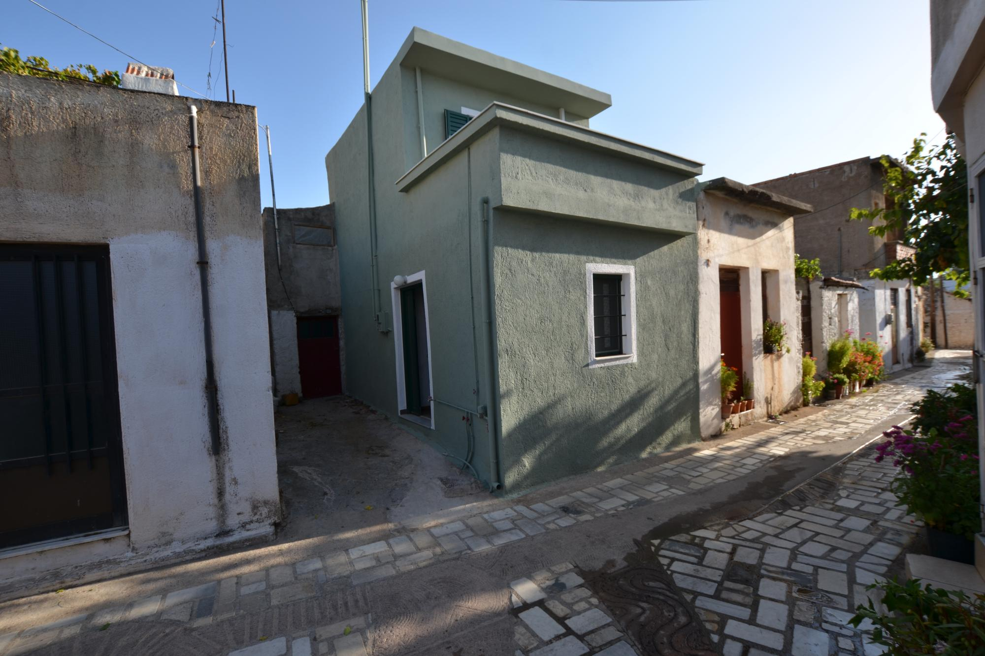 Newly renovated one bedroom house in lovely village.